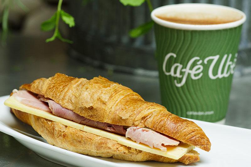 Café Ubé Croissant